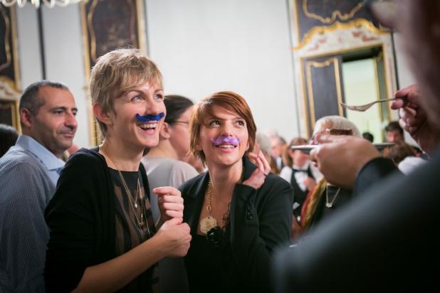 Marta e Silvia a una festa coi baffi ;)